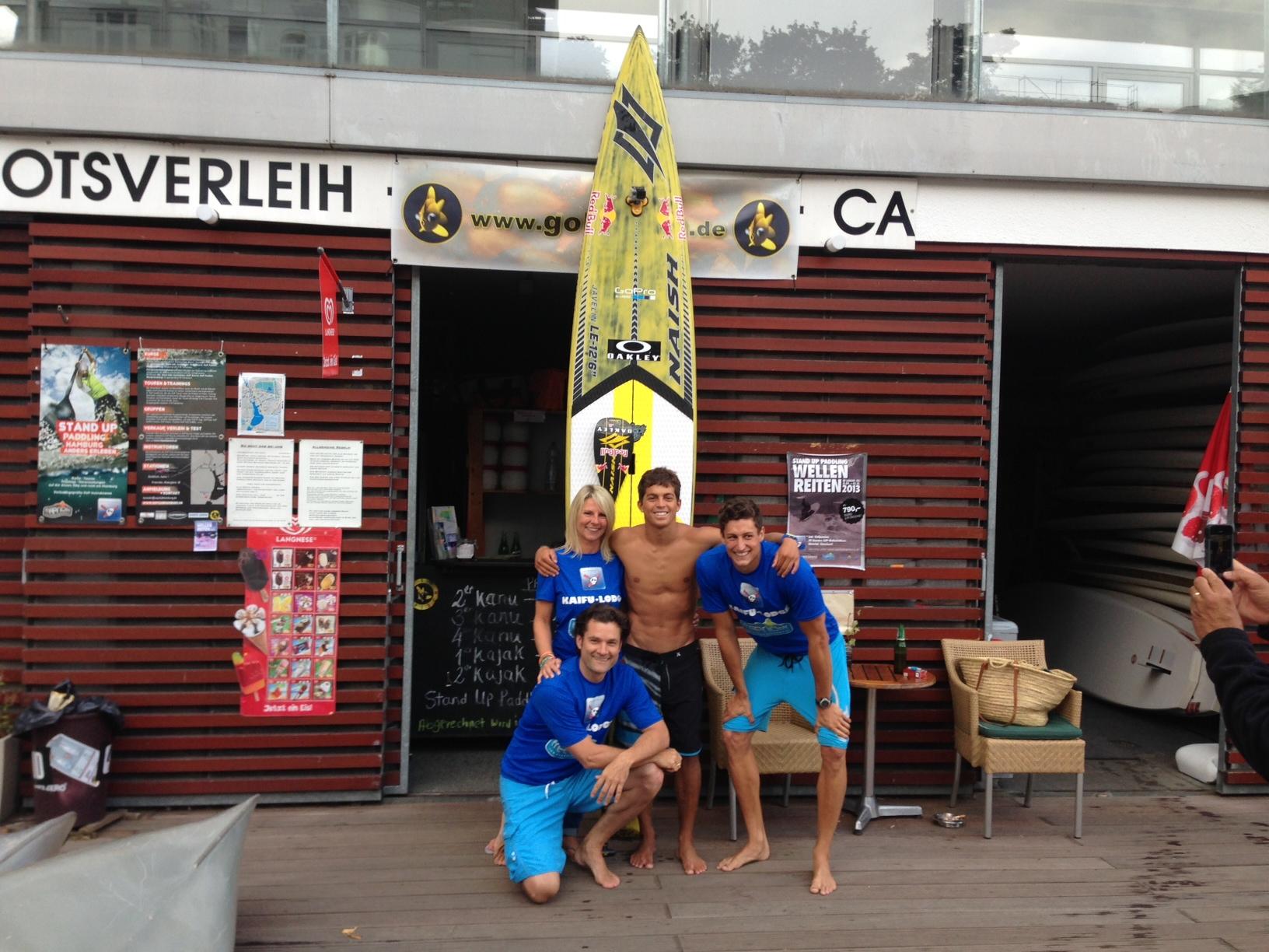 Kai Lenny in Hamburg mit dem Freerider Team Tanja Erik Philipp