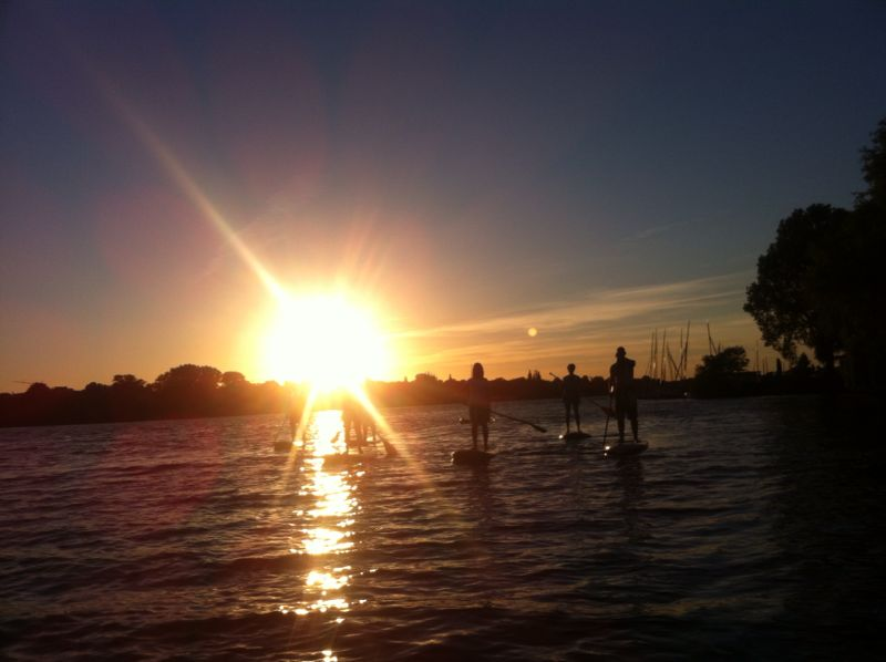 Sundowner SUP Sonnenuntergang Tour Alster Hamburg G: Gernerlight SUP CLUB Hamburg