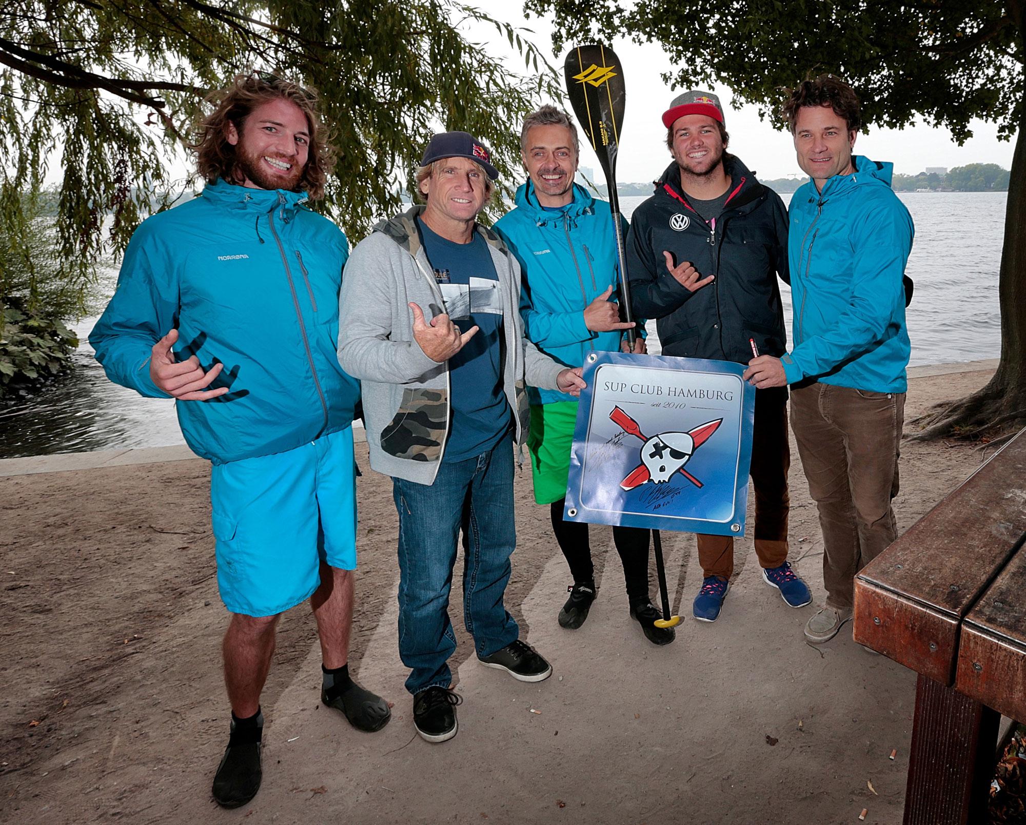 Robby Naish und Philip Köster mit SUP CLUB Hamburg Coaches Bene Henning Philipp C: SportBILD