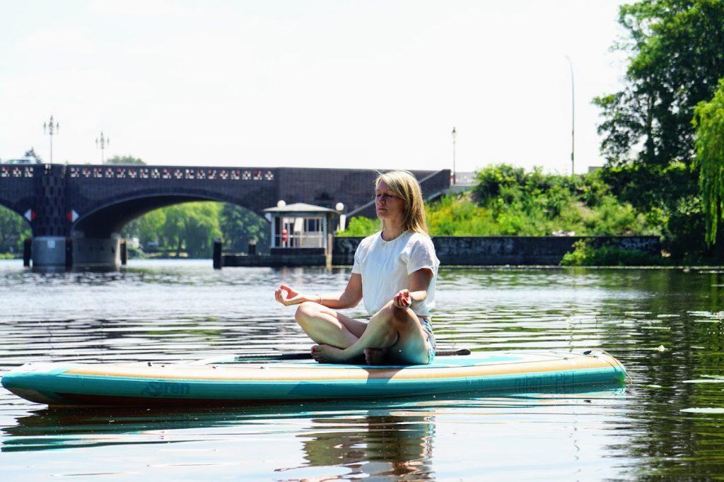 SUP Yoga Coach Annett John